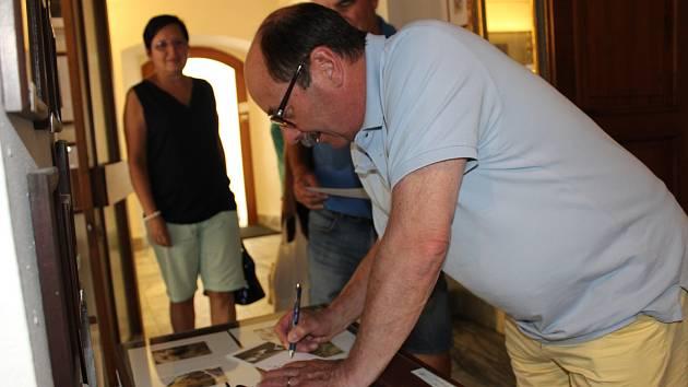 Jadran Šetlík se osobně zúčastnil pondělní deinstalace své výstavy v prachatické Galerii Dolní brána.