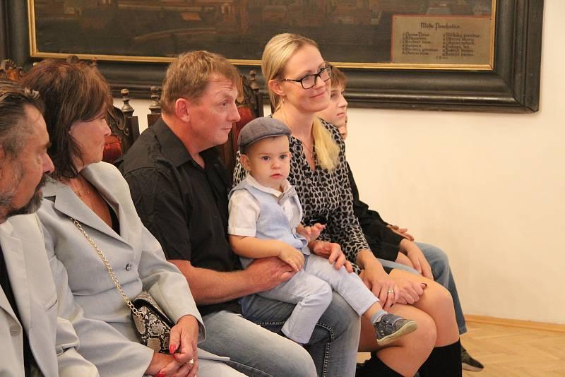 První se v roce 2020 narodil Lukáš Dresles. Na vítání občánků ho doprovodili rodiče, prarodiče i starší bráškové.