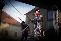 Koncert Bena Cristovao přilákal na prachatické Velké náměstí stovky jeho příznivců.