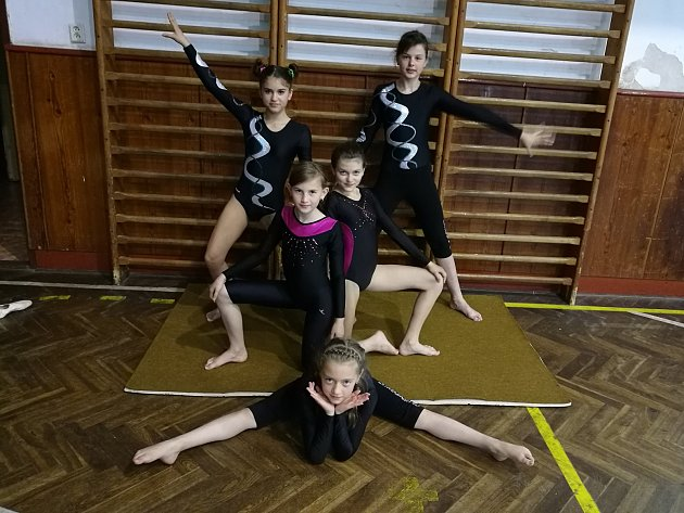 Vimperské gymnastky se na závodech vJindřichově Hradci neztratily.