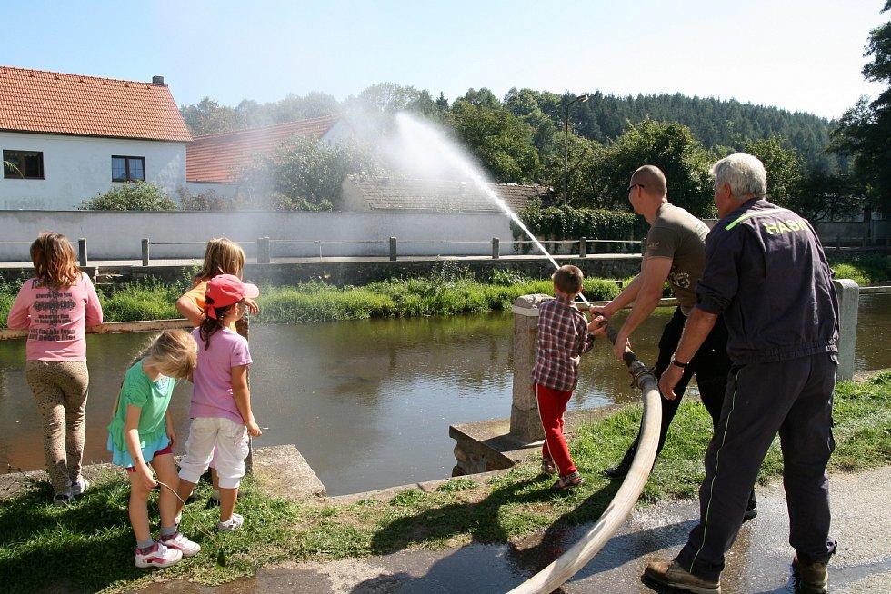 Husinečtí hasiči slavili kulaté výročí.