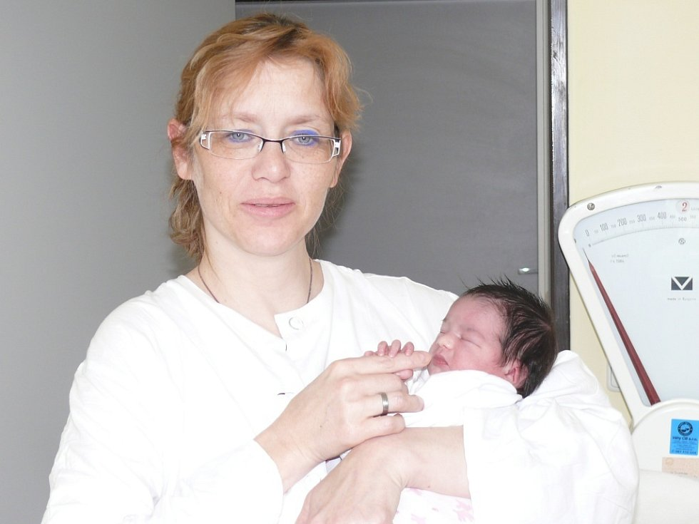 Vanesa Nováková se narodila v prachatické porodnici v úterý 2. dubna v 11.30 hodin. Při narození vážila 2,60 kilogramu. Maminka Šárka si dceru odveze do Prachatic, kde čekaly sestřičky Markéta (18 let), Evička (16 let) a Lucinka (10 let).