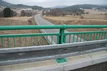 Pohled z mostu nad místem nehody směrem na Hliniště.
