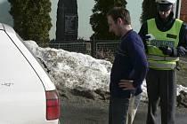 Hlídky policistů mohou nově uložit sankci šoférům, kteří mají znečištěnou nebo znehodnocenou registrační značku. Ilustrační foto.