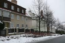 Budova bývalého chlapeckého internátu by do budoucna měla projít rekonstrukcí na malometrážní byty pro aktivní seniory a v přízemí má vzniknout zázemí pro městskou policii a agendu přestupků.