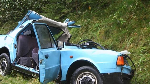 Tragická nehoda poblíž Vitějovic, při níž přišel o život 33letý řidič škodovky.