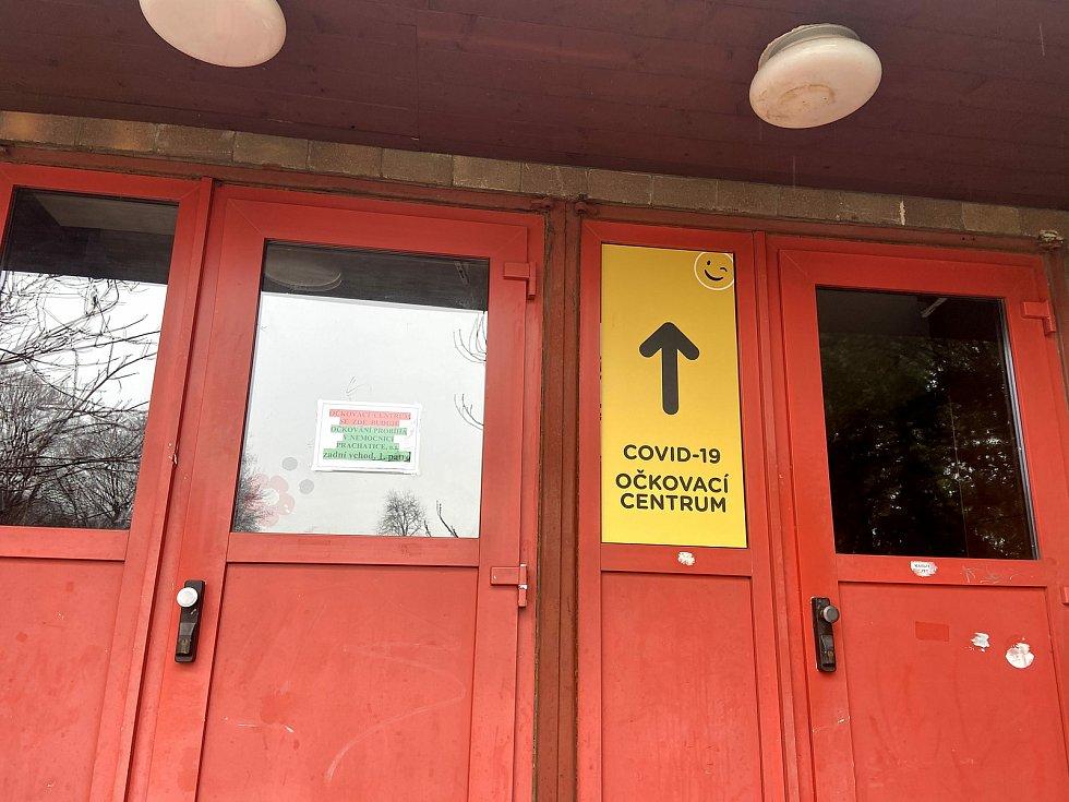 Očkovací centrum v sále bývalého hotelu Park v Prachaticích.
