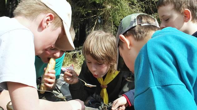 Slibná předpověď počasí vytáhla v sobotu 4. dubna vimperské skauty do přírody, tentokrát, aby si vyzkoušeli své kulinářské umění.