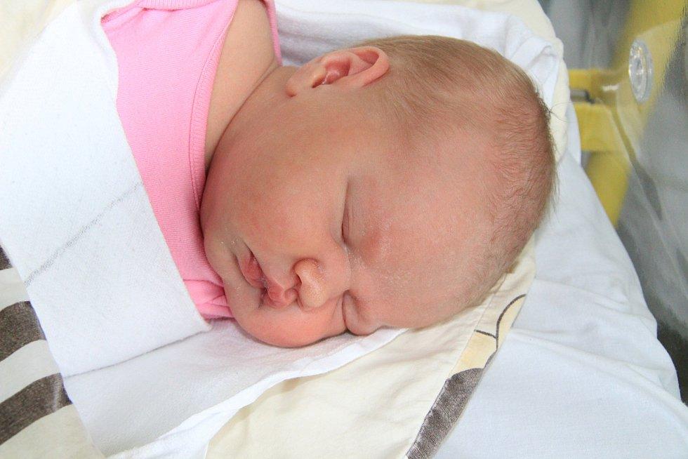 ADÉLA STROPNICKÁ, ZBYTINY. Narodila se v pátek 6. března v 19 hodin  v prachatické porodnici. Vážila 3460 gramů. Rodiče: Michaela Oroszová a Tomáš Stropnický.