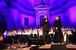Na koncertě ve Stachách uctili Andílci památku Karla Gotta.
