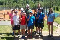 Tým mladších žáků klubu Tenis DDM Prachatice vyhrál svou skupinu KP II.