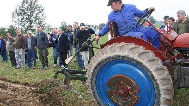 Setkání přátel starých traktorů v Mahouši.