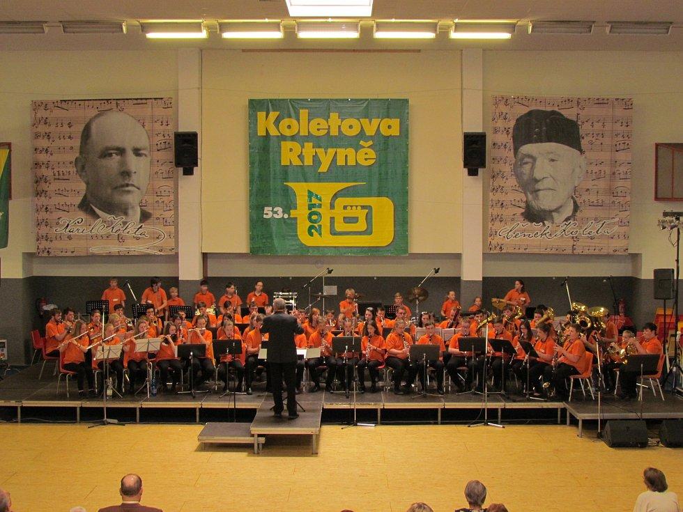 Dechový orchestr vimperské ZUŠky přivezl stříbrné pásmo.