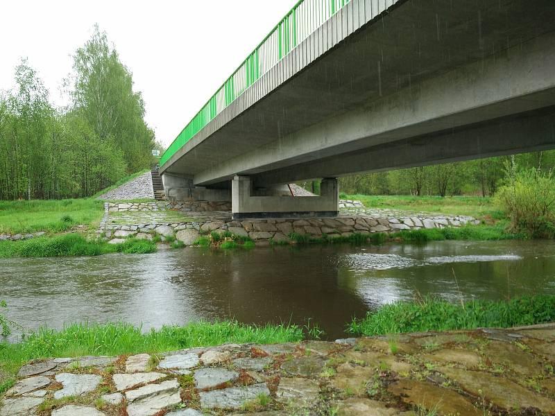 Vydatné deště zvedají hladinu řeky Blanice.