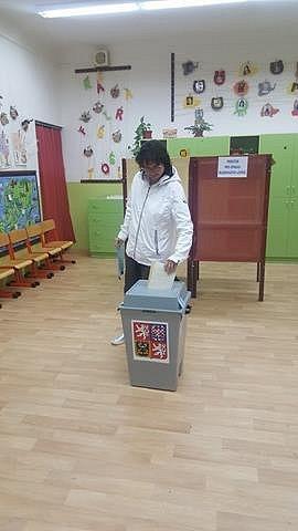 Vbudově Základní školy ve Vodňanské ulici vPrachaticích volila iMarcela Rosová ze Starých Prachatic.