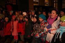 Česko zpívalo koledy i na Velkém náměstí v Prachaticích.