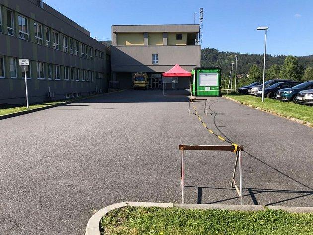 Vprachatické nemocnici odebrali ve čtvrtek 30.července poslední vzorky od zaměstnanců firmy InTiCa Systems. Hotovo bylo brzo ráno.