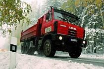 SILNIČÁŘI JSOU PŘIPRAVENÍ. Sníh silničáře nezaskočí, soli i inertního posypu mají ve skladu dost. Včera vyjížděli hlavně na Vimpersku.  Ilustrační foto.
