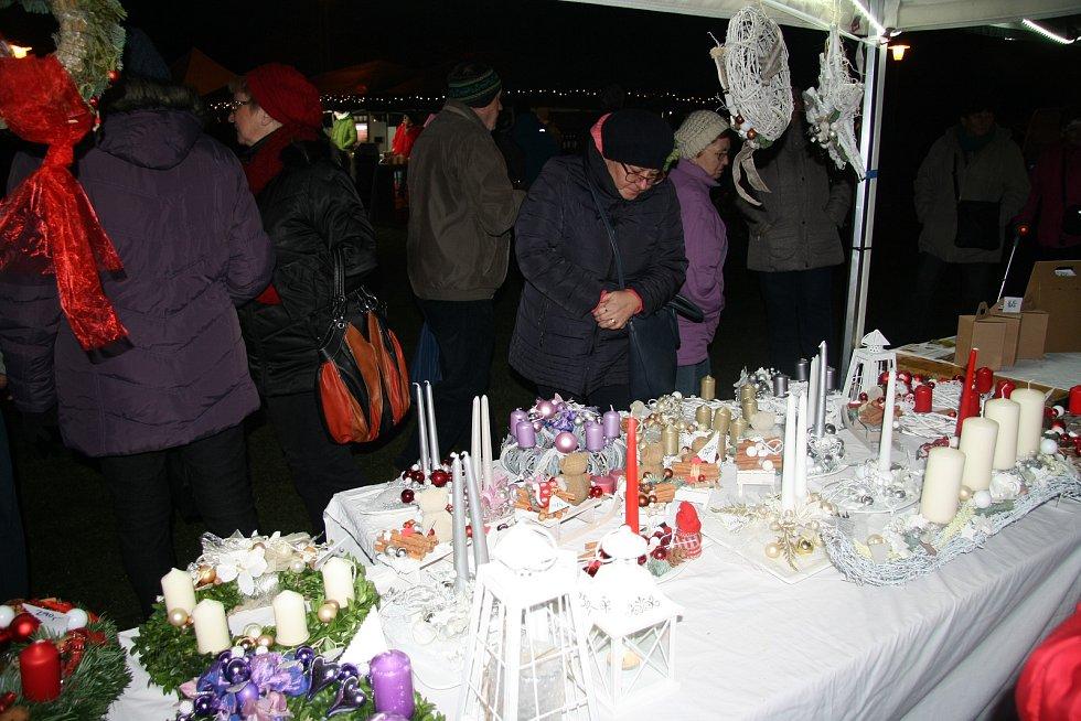 Tradiční vánoční trhy v Chlumanech.