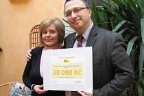 Robert Huneš převzal finančjí dar na léky pro hospic.