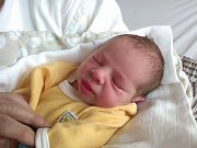 Pětiletá Eliška Baloušková má od pátku 20. dubna malého brášku. Lukáš Kes se narodil v prachatické porodnici jedenáct minut před desátou hodinou dopoledne. Vážil 3240 gramů. Rodiče Vladěna a Lukáš Kesovi bydlí ve Volarech.