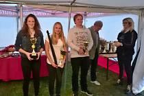 Kateřina Roblová (uprostřed) vyhrála SP v rybolovné technice.