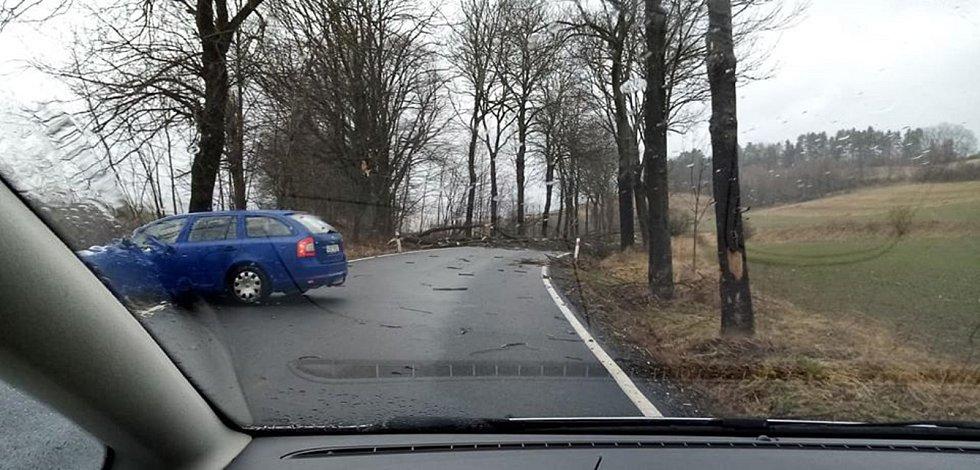 Neprůjezdná silnice z Vlachova Březí na Volyni.