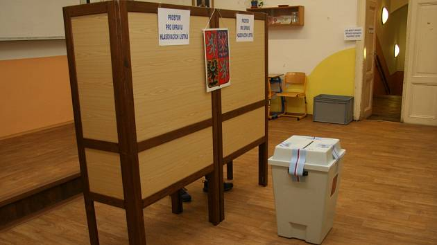 Až do posledních chvil využívali voliči v Prachaticích možnost hlasovat do krajského zastupitelstva a do Senátu již v pátek.