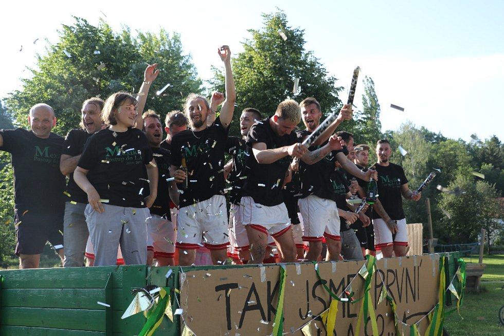 Strunkovičtí fotbalisté slaví potup do I.A třídy.