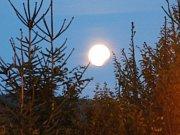 Částečné zatmění Měsíce v Prachaticích.