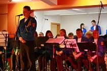 Velký dechový orchestr zaplnil sál Národního domu v Prachaticích do posledního místa. Vydařený koncert pod taktovkou dirigenta Václava Franze pak okořenil zpěv či vystoupení mažoretek.