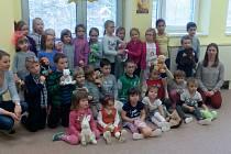 Jako součást projektu Tady jsme doma, který realizují školáci na Vodňance, došlo k setkání s dětmi v MŠ v Nebahovské ulici.