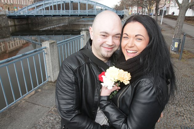Mezinárodní den žen spolu kytičkou oslavil i Jaroslav Šustr a Lucie Průšová.
