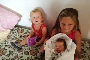 MONIKA MAŘÍKOVÁ, SVOJNICE.Narodila se ve středu 31. července v 19 hodin a 13 minutv prachatické porodnici. Vážila 3400 gramů. Má sourozence Lucii (5 let) a Martina (15 měsíců). Rodiče: Michala a Jiří Maříkovi.