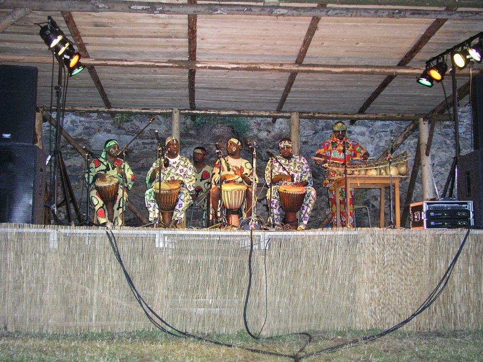 Vimperské arkády přivítaly černošské hudebníky z Afriky.