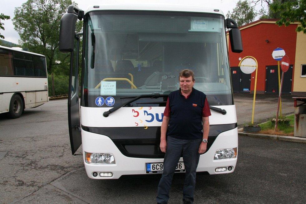 Milion bez nehody. Tolik najel řidič Zdeněk Keclík s autobusem.