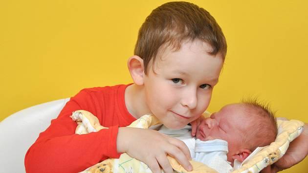 ŠTĚPÁN BOŠKA, BUŠANOVICE. Narodil se v sobotu 21. října ve 14 hodin a 14 minut ve strakonické porodnici. Vážil 3710 gramů. Má brášku Vojtíška (5 let).Rodiče: Hana a Milan.