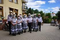 Country klub SEN SEN rozdával radost v domově pro seniory.