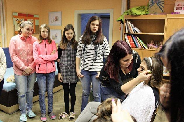 Děti ze Šumavských Hoštic spolupracovaly s velkými kamarády z Vimperka.
