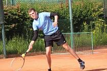 Startují tenisové soutěže. V dresu TK Prachatice dostane příležitost i dravé mládí.