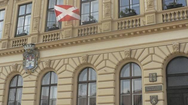 Více než sto tisíc korun chybí dle kontroly v účetnictví jednoho z domů ve vlastnictví Společenství vlastníků.