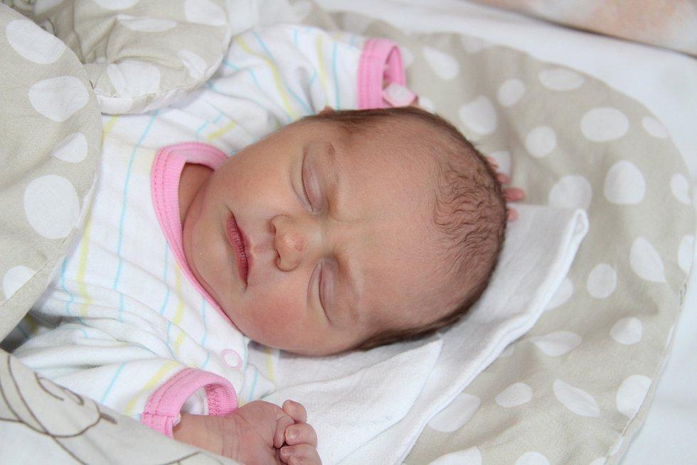 TEREZA MOUNOVÁ, BUK. Narodila se v úterý 25. února ve 12 hodin a 57 minutv prachatické porodnici. Vážila 3120 gramů. Má sestřičky Elišku (14 let) a Adélku (6 let). Rodiče: Lenka a David.