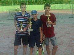 Medailisté z nejstarší kategorie, zleva Kamil Petr, Tomáš Tručka a Václav Kautman.