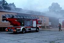 K požáru v areálu společnosti Luna v Prachaticích se sjely jednotky profesionálních hasičů a sborů dobrovolných hasičů ze Strunkovic nad Blanicí a Vlachova Březí.