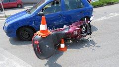 Motocyklista v Husinci nedal přednost.