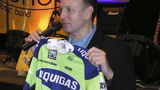 Těsně před půlnocí došlo i na dražbu a to dresu vítěze etapového závodu kolem Švýcarska Romana Kreuzigera, který si navíc vedl velice dobře i při slavné Tour de France. Vydražené dva tisíce pak putovali na dobročinné účely.
