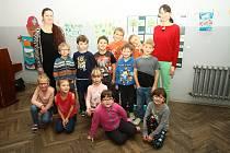 Prvňáčci ze Základní školy v Šumavských Hošticích.
