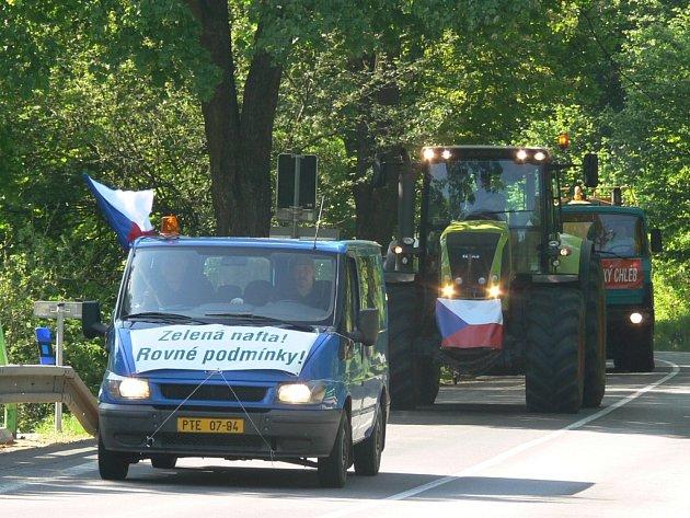 Také zemědělci na Prachaticku protestovali ve středu dopoledne proti zrušení výhod na zelenou naftu. Marně, vláda schválila v téže chvíli zrušení takzvané zelené nafty.