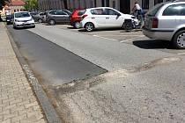 Zpomalovací pruh zmizel dočasně ze Zahradní ulice v Prachaticích.