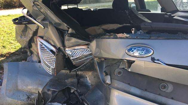 Jedno ze zničených aut po sobotní nehodě v prachatické Osecké ulici.
